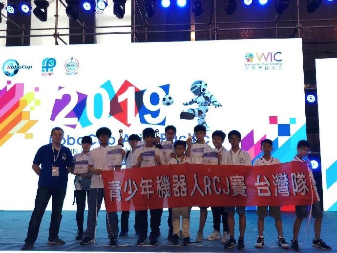 狂賀!國三丁班柯俊安同學於「2019 亞太機器人世界盃天津國際邀請賽」榮獲第二名