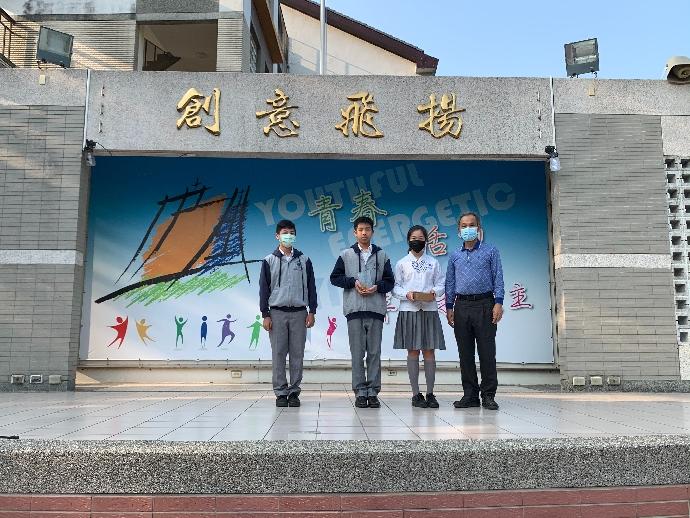 狂賀!本校國二乙陳智富、國二丁蔡宗穎、國一乙蔡依宸同學參加「RoboRAVE國際2020中區機器人大賽」榮獲第一名。