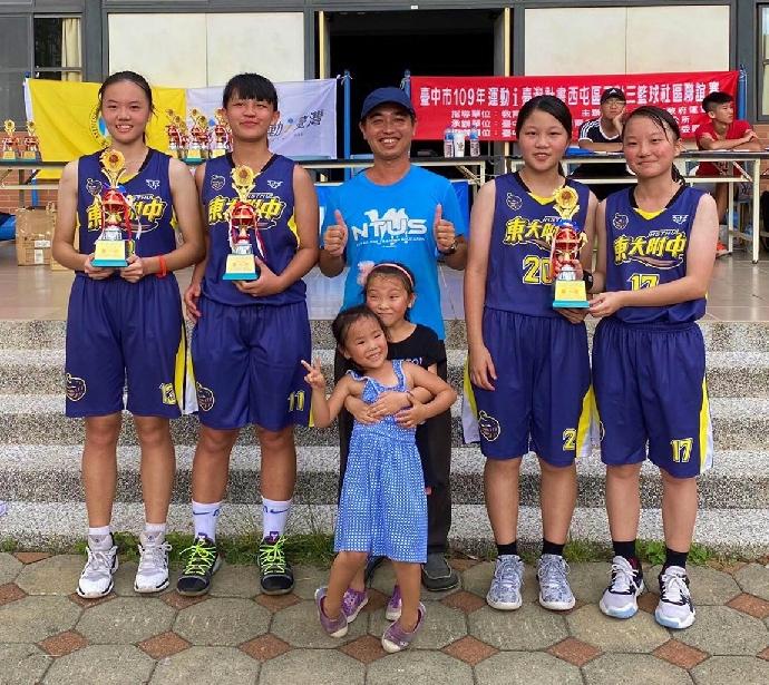 賀》東大附中籃球隊榮獲109年i台灣3對3籃球賽高女組冠軍、高男組季軍